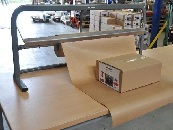 Logistics-Paper-cutting-machine-for-packaging-department